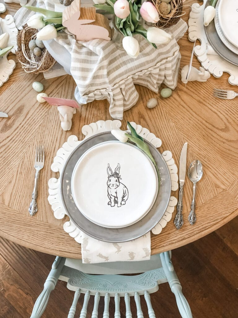 Easter Placesetting with bunny plates from Live Oak Nest www.liveoaknest.com