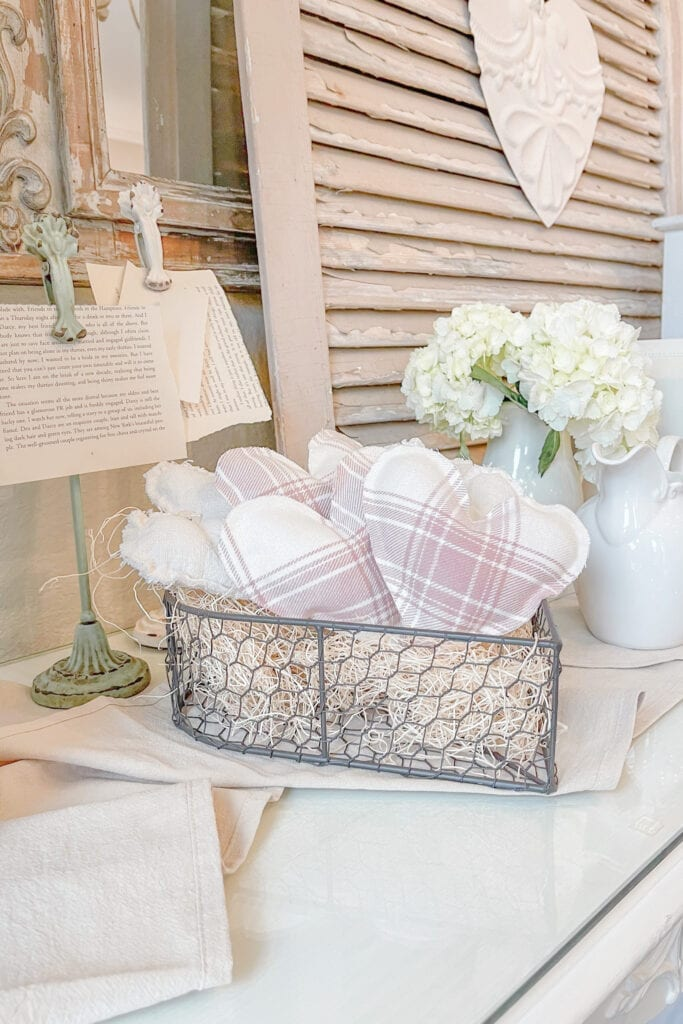 DIY Valentines Home Decor, No Sew Hearts, Shabby Chic Romantic Home from Live Oak Nest www.liveoaknest.com