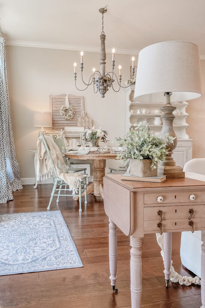 French Cottage Farmhouse Dining Room, French Country Chandelier from Live Oak Nest www.liveoaknest.com