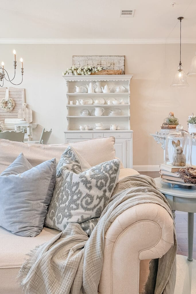 French Country Cottage Spring Home Tour from Live Oak Nest www.liveoaknest.com