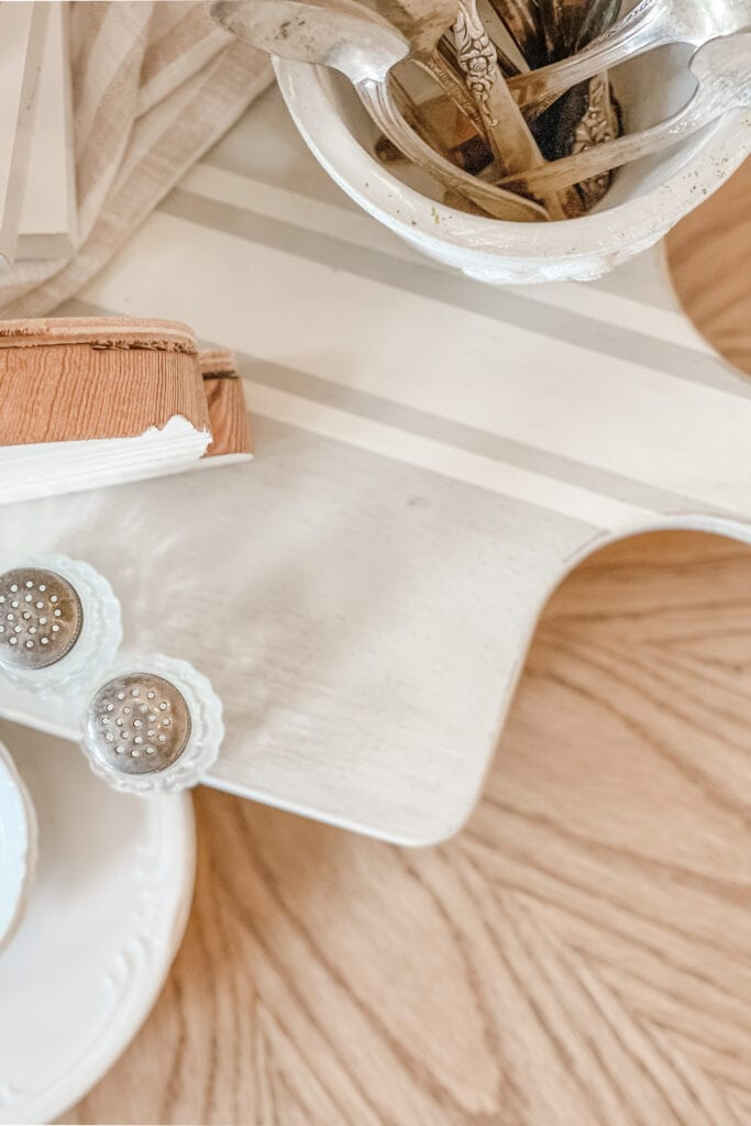 DIY cutting board riser for cottage farmhouse home decor from Live Oak Nest www.liveoaknest.com