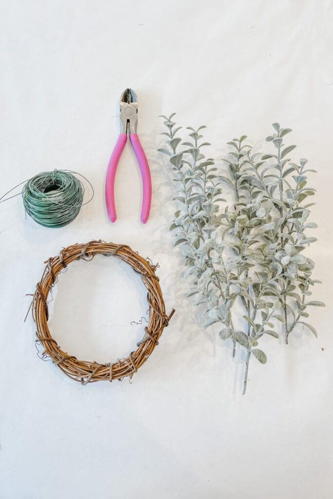 Year Round Wreath DIY, Green Wreath DIY, DIY Spring Wreath Decor from Live Oak Nest www.liveoaknest.com